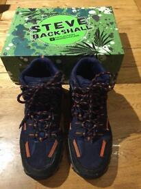 Walking boots size 5 / EU 37