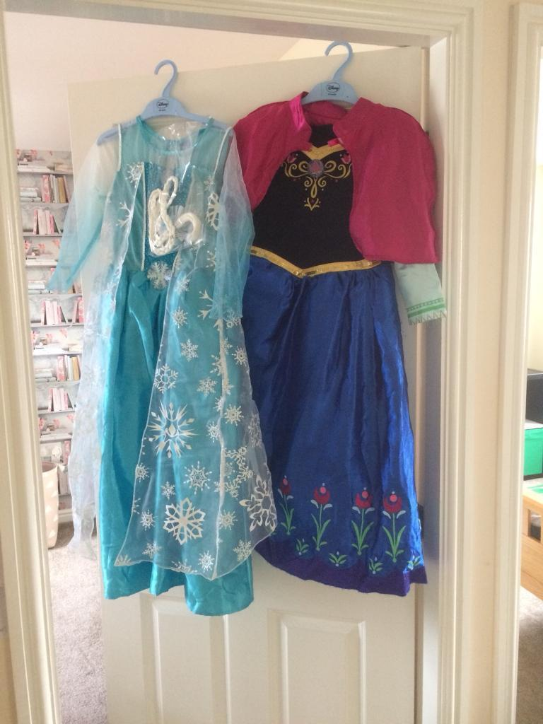Anna and Elsa dress up