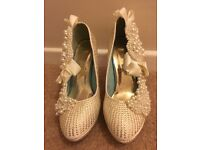 Ladies size 5 glamorous shoes