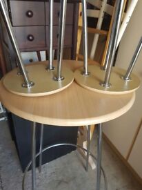 Bar/breakfast table with 2 stools/chairs