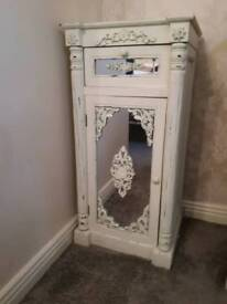 Shabby chic / Vintage cabinet