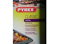 Pyrex Classic non-stick large roasting tray (40 x 30 cm)