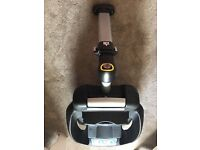 Maxi Cosi Isofix base (works with cabrio and pebble)