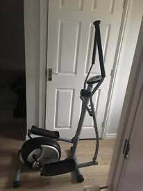 Cross trainer / exercise machine