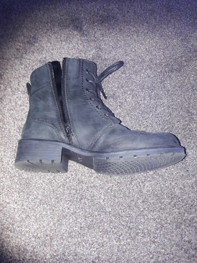 Clarks womens leather ankle boots size 4 worn twice £15 original price £45