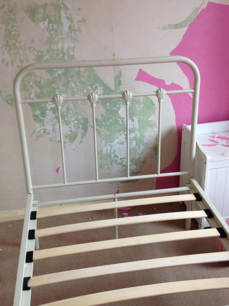 Single bed cream metal
