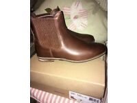 Authentic UGG Chelsea boots 5.5 Boxed Dust Bag