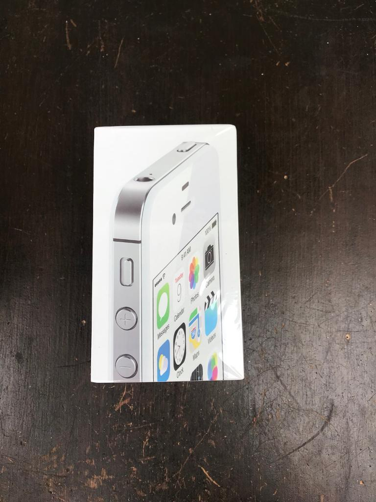 iPhone 4s new boxed 16gb unlocked with warranty