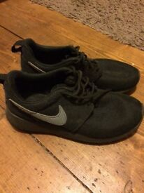 Small boys Nike Roshe trainers