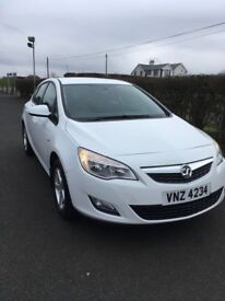 2011 Vauxhall Astra in gleaming white