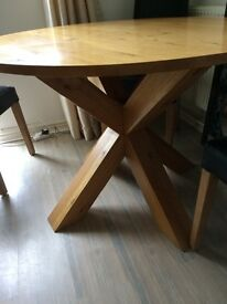 OAK DINING TABLE. (chairs optional)