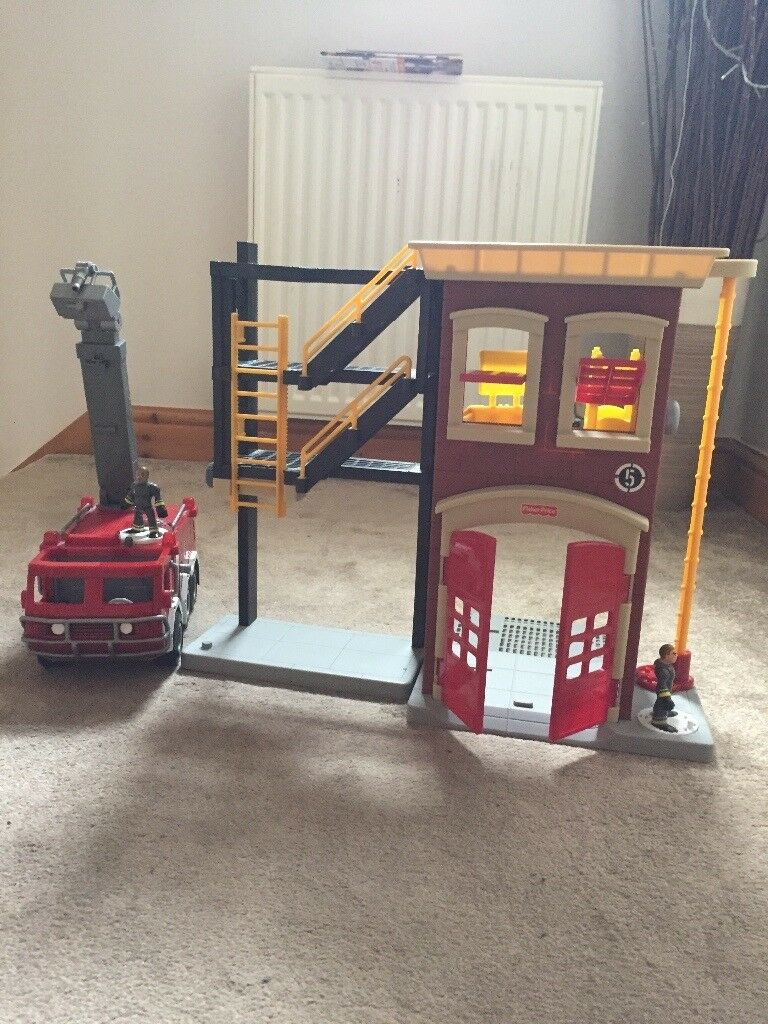 Fisherprice/Imaginext Fire Station and Engine Set