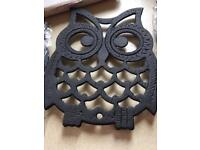 Owl shaped cast iron pan stands