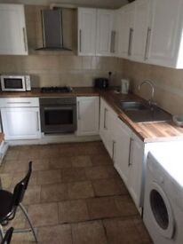 --Double room for single use available on 21st-- Willesden green 2 min from the station