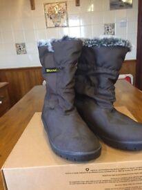 Ladies Damrt boots new