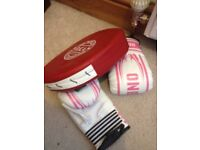 brand new kids girls boxing gloves age 4-9 + hand punch pad PICK UP FROM KESSINGLAND boys pink white