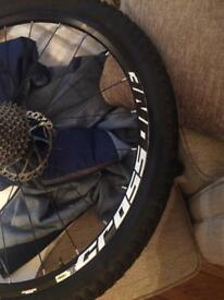 Magic cross one rims with tyres and dick NO QUICK RELEASE pins
