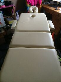 Massage bed, foldable with carry bag