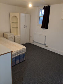 Massive Large Double Room in Upton Park with Billls £475