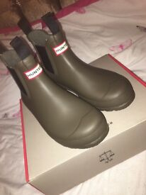 Size 5 Hunter Wellies Chelsea style Brand new too small for me Khaki colour