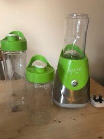 Davina blender / smoothie maker + 3 cups (similar to a nutribullet)