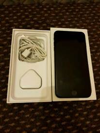 IPHONE 7 plus Matt black 32 gb UNLOCK excellent mint condition with box and complete ACCESSORIES