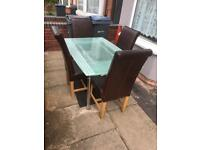 Lovely extendable dining table with 4 leather chairs