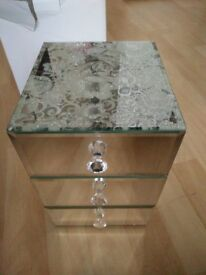 Floral Bouquet Jewellery box mirror design