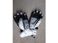 Skiing gloves/ insulated winter gloves