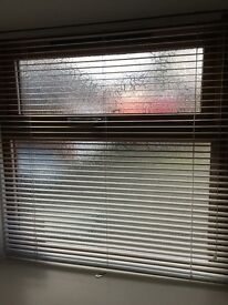 """White metal Venetian blind size 36 x 37"""" - perfect for any room - indoors or out eg shed"""