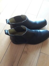 Steptronic mens size 9 black leather boots, sheep skin leather.