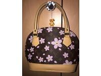 Lovely Handbag Louis V