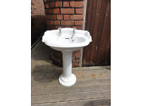 Traditional Victorian style round basin and pedestal