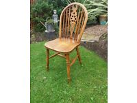 Oak wheelback dining chair ideal project only £4 .. pick up HU12 9QN Thorngumbald