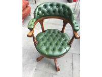 Captain's chair in green leather , in good condition. Must e seen. Free local delivery.