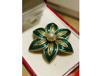 Beautiful Antique Ladies Gold & Green Flower Leaf Pearl Art Deco Vintage Retro Brooch Jewellery