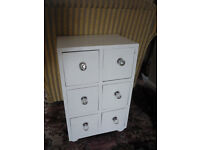 A beautiful small chest of 6 drawers.