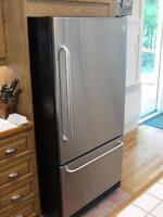 Réfrigérateur en acier inoxydable ''GE Profile''