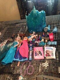 Fab Frozen light up castle, toys & cape £23 ono fab con