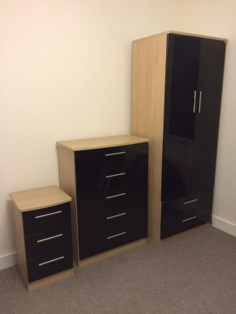 bedroom furniture wardrobe chest of drawers and bedside drawers in sheffield south. Black Bedroom Furniture Sets. Home Design Ideas