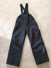 Boys/ girls black ski trousers. Age 9/10.