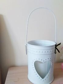 METAL CANDLE HOLDER IN WHITE SHABBY CHIC STYLE WITH GLASS INSERT FOR CANDLE