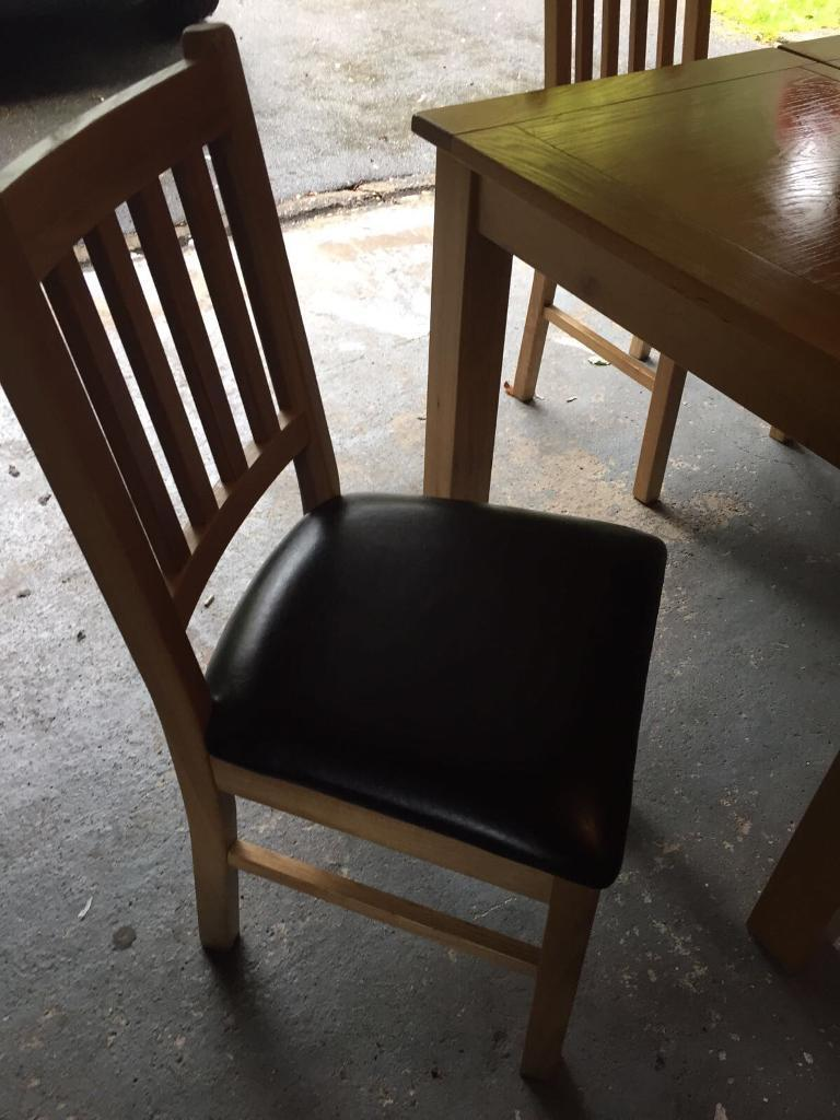 Harveys Extending Ding Table With Four Chairs In Huddersfield West
