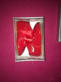 Red patent shoe with bow