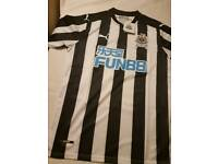 Newcastle home football shirt 2017-18 new with tags