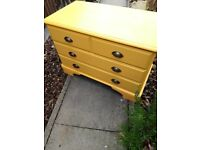 Ducal pine chest of drawers