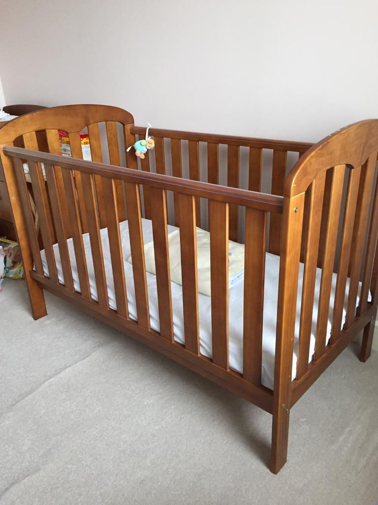 Cot bed / Toddler bed and Dresser