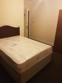 Large Room to rent.