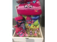 Girls trolls hamper