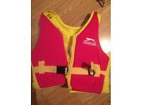 ££5.00 Swim Vest AGE: 4-5